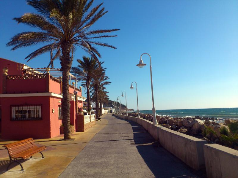 GR 249. Stage 03. Vélez-Málaga - Torrox. The promenade along which the stage takes place