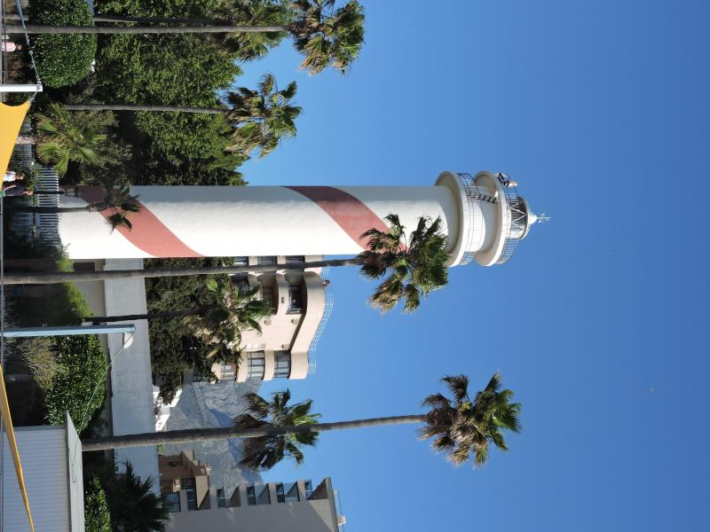 Imagen de GR 249. Etapa 30. Estepona - Marbella. The new lighthouse of San Pedro a few meters from the old