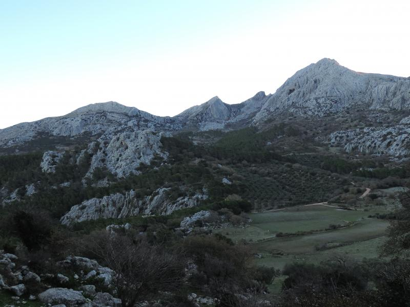 Imagen de 1. Hondonero Highlands and Chamizo Peak from the Tajo de la Madera