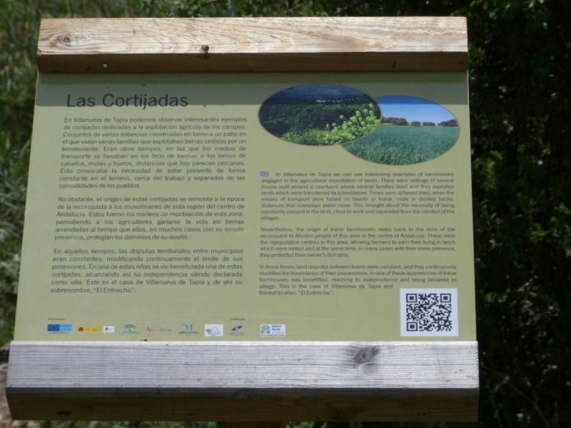Panel interpretativo al pie de la Sierra del Pedroso